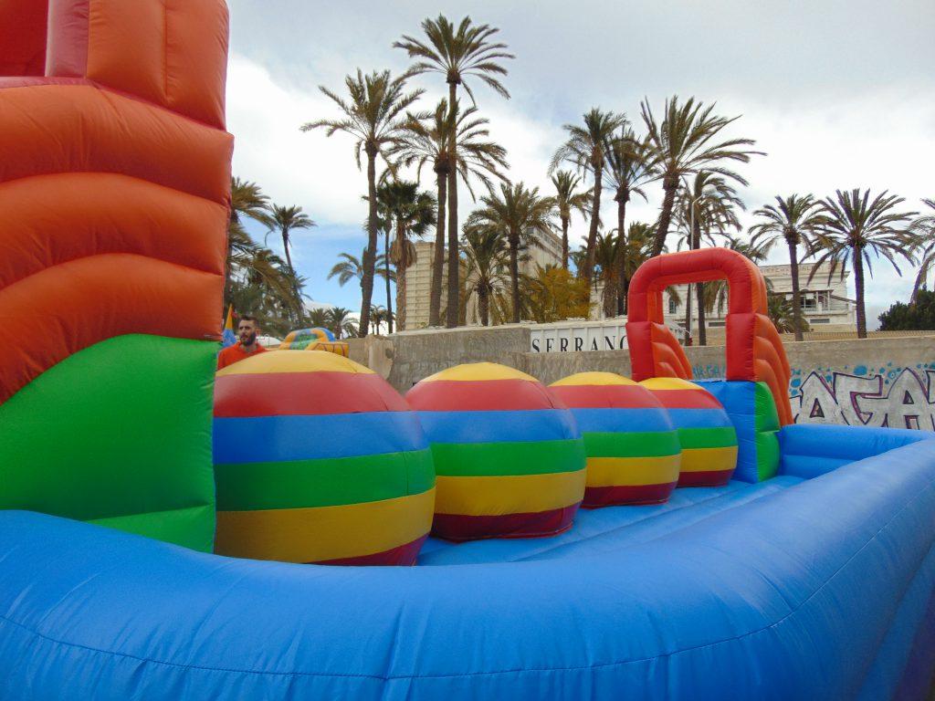 Alquiler Hinchables Deportivos, humor amarillo en Alicante y Murcia