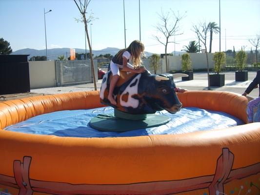 alquiler toro mecanico para comuniones en Alicante