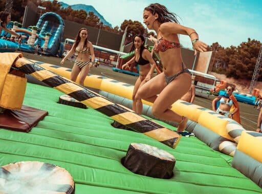 En este momento estás viendo Hinchables Wipeout & Humor Amarillo en SANT JOAN ALACANT
